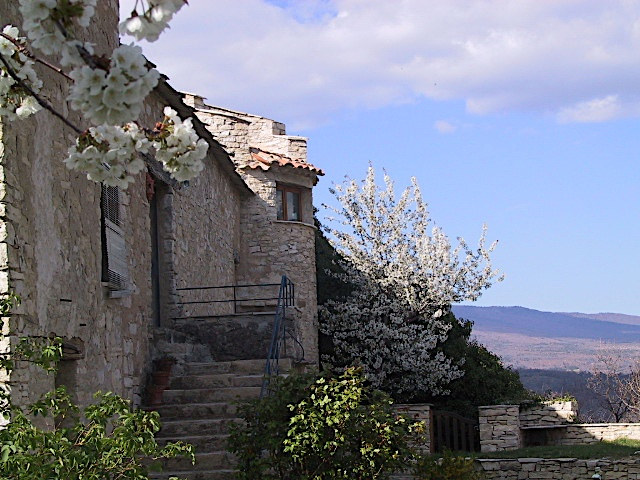 Provence Holiday stay property Exterior shot - Visit The Gite Galileo - La Colle - Luberon Forcalquier South of France